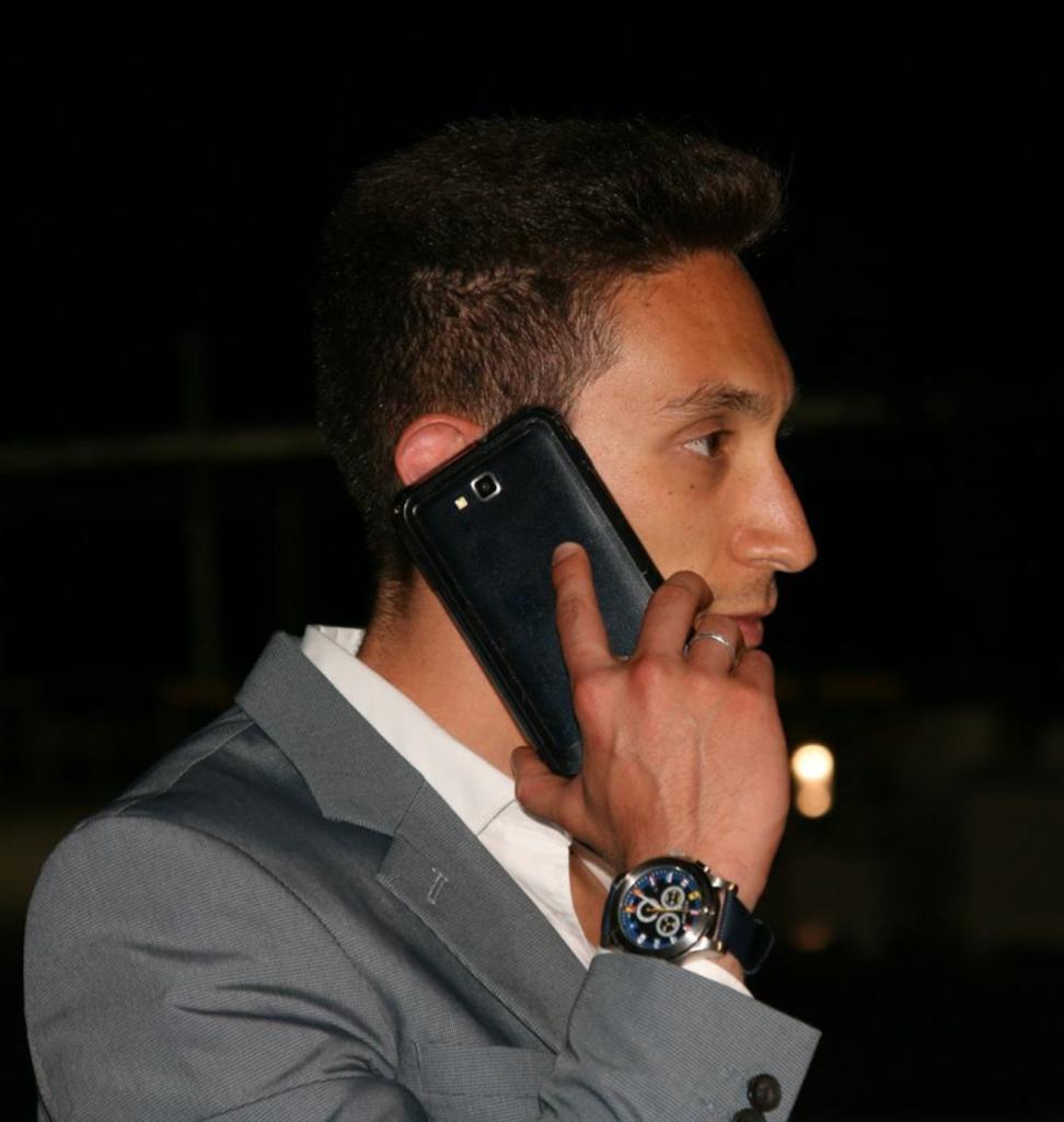nicky silvestri al telefono