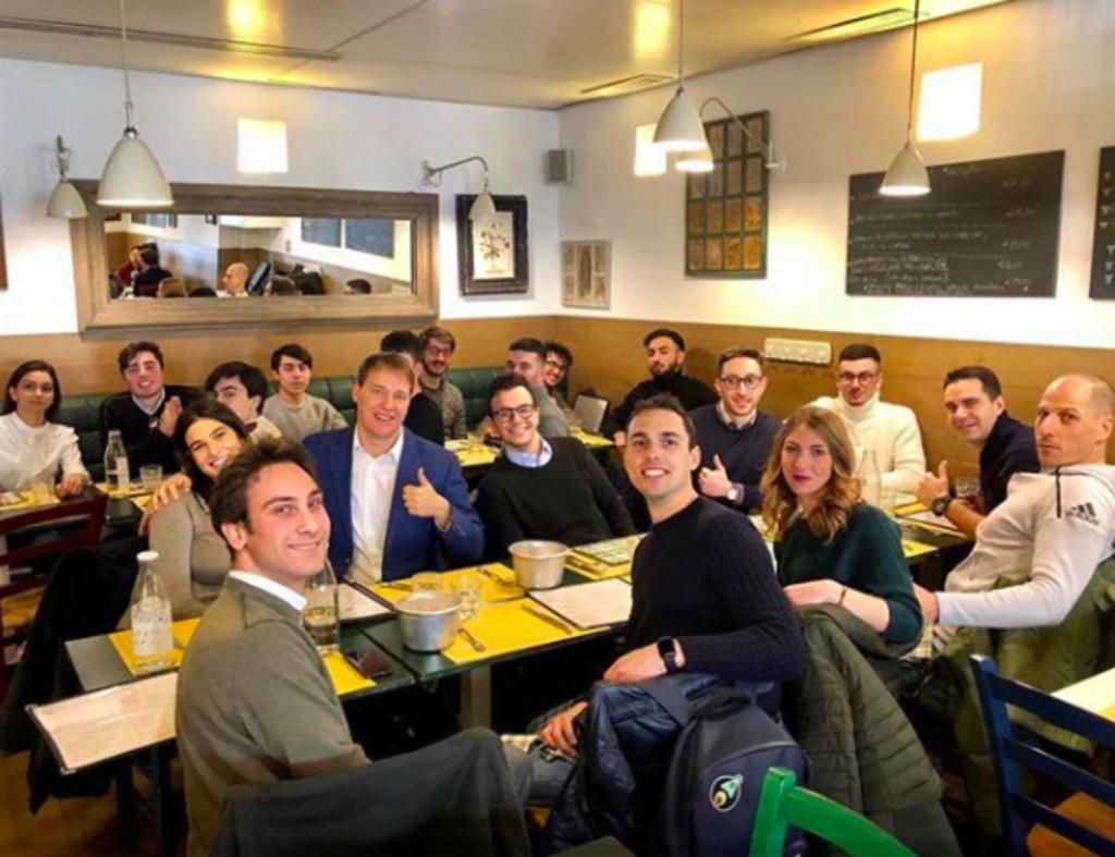 foto scattata durante un pranzo organizzato da start2impact