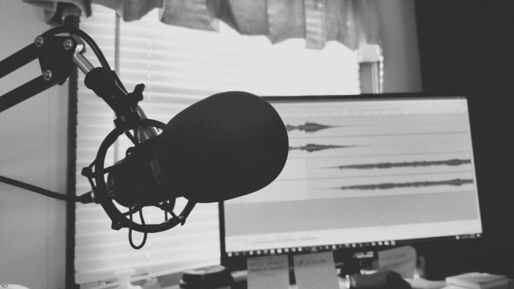Ascoltare podcast per migliorare il public speaking
